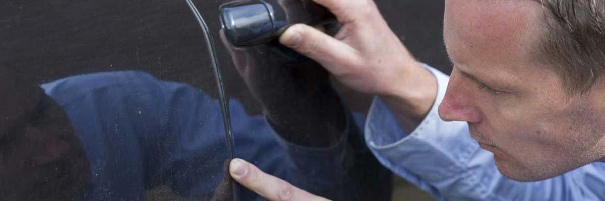 cómo reparar un arañazo del coche
